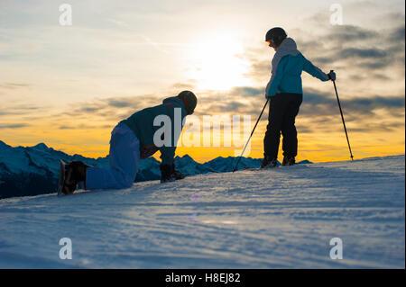 El esquí en las montañas Dolomitas cerca de Falcade, Véneto, Italia, Europa Foto de stock