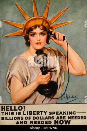 Hablando de la estatua de la libertad. Un anuncio utilizado para promover la compra de Bonos de 'libertad' con la Señora Libertad apelando a los ciudadanos por teléfono para ayudar a financiar la reconstrucción después de la guerra después de la Primera Guerra Mundial. Y grabado o litografía por Z. P. Nikolaki 1918 Foto de stock