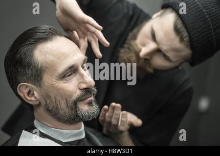 Preparación para recortar en el barbershop
