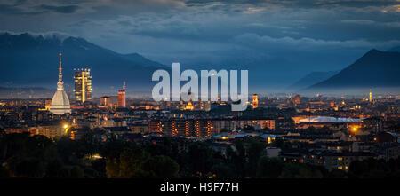 Turín (Torino) panorámica de alta definición con todos los monumentos de la ciudad, incluyendo la Mole Antonelliana