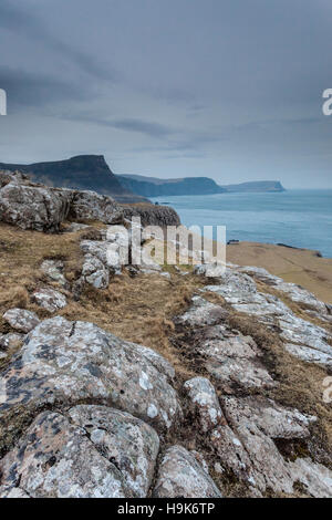 Moonen Bay cerca Neist Point en la Isla de Skye. Foto de stock