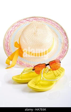 Playa accessoires, sombrero para el sol, sandalias, gafas de sol