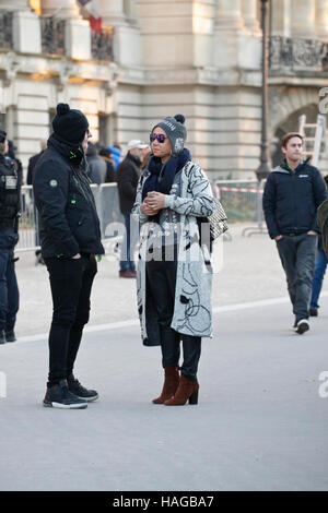 París, Francia. 30 Nov, 2016. Supongo que para llegar a la Victoria's Secret Show celebrado en el Grand Palais. Foto de stock