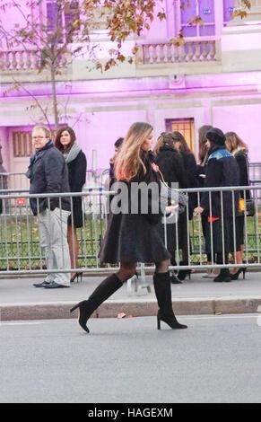 París, Francia. El 30 de noviembre de 2016.adivinar llegando a la Victoria's Secret Show celebrado en el Grand Palais. Foto de stock