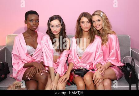 París, Francia. 30 Nov, 2016. Backstage para modelos 21ª edición anual de Victoria's Secret Fashion Show 2016 Crédito: Foto de stock