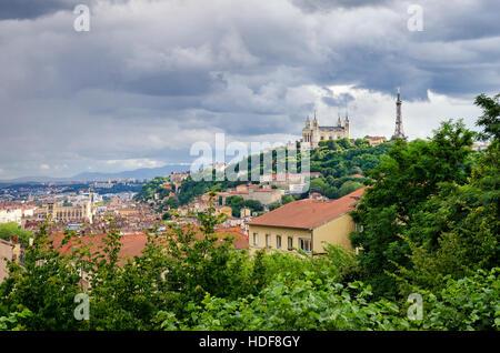 Lyon (Francia), Notre Dame de Fourviere y torre metálica