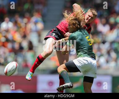 El SA Rugby Sevens Springbok jugadores en acción durante el 2016 HSBC Sevens torneo en Ciudad del Cabo en el Estadio Green Point, Punto de Cape Town.