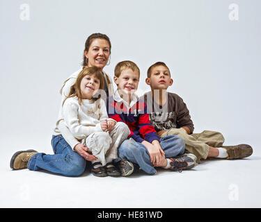 Madre con tres hijos