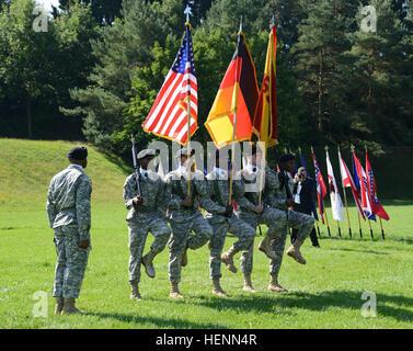 El Sgt. 1St Class Leroy Beckford, 838th batallón de transporte, marchas del 39º Batallón de la guardia del color Foto de stock