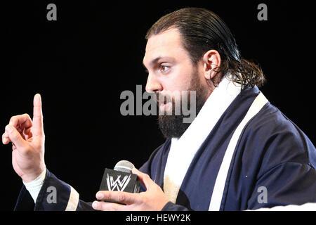 DURBAN, SUDÁFRICA - Agosto 01: Damien Sandow durante el WWE World Tour 2013 en Westridge Park Stadium el 01 de agosto de 2013 en Durban, Sudáfrica. ( Foto de stock