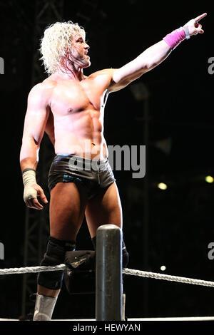 DURBAN, SUDÁFRICA - Agosto 01: Dolph Ziggler durante el WWE World Tour 2013 en Westridge Park Stadium el 01 de agosto de 2013 en Durban, Sudáfrica. ( Foto de stock