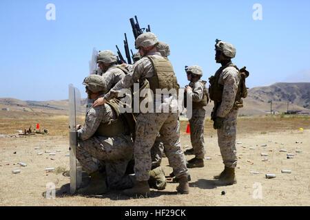 Los infantes de marina con el propósito especial de aire marino suelo Task Force South conducta menos que letales Foto de stock