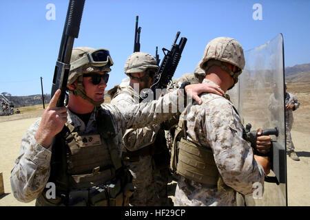 El sargento Jacey Marcas, izquierda, un sargento de pelotón con aire marino de propósito especial tarea de tierra Foto de stock