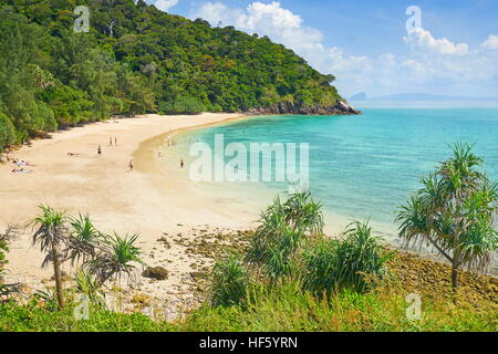 Playa en el Parque Nacional de Ko Lanta, Tailandia Foto de stock