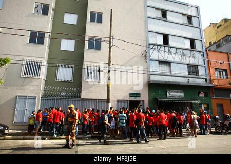 SÃO PAULO, SP - 29.12.2016: ENTREGA DE APARTAMENTOS DA PRIMEIRA PPP - el gobernador Geraldo Alckmin entregados en la mañana del jueves (29), en la Rua São Caetano en el centro de São Paulo, 126 apartamentos de la primera asociación público-privada (PPP) en el país, vivienda para familias de bajos ingresos. Ellos asistieron al evento el Alcalde Fernando Haddad y el alcalde electo John Doria. (Foto: Aloisio Mauricio/Fotoarena)