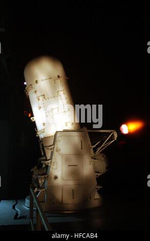020115-N-2722F-004 en el mar a bordo del USS John C. Stennis (CVN 74) El 15 de enero de 2002 - Durante una noche Foto de stock