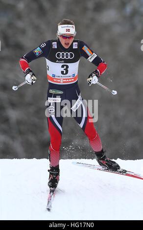 Oberstdorf, Alemania. 04 ene, 2017. Ingvild Flugstad Oestberg de Noruega esquís en la carrera de persecución de mujeres durante la FIS Tour de Ski en Oberstdorf, Alemania, 04 de enero de 2017. El Tour de Ski está teniendo lugar el 03 y 04 de enero de 2017 en Oberstdorf. Foto: Karl-Josef Hildenbrand/dpa/Alamy Live News Foto de stock