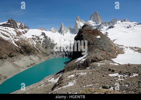 Vista del Monte Fitz Roy y La Laguna de Los Tres y Laguna Sucia, El Chalten, Patagonia Argentina, Sudamérica Foto de stock