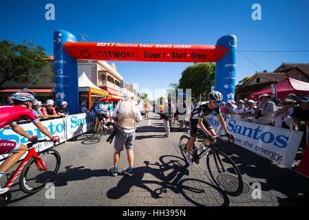 Adelaida, Australia del Sur, Australia. 17 ene, 2016. Línea de inicio de carrera, la etapa 1 del Tour Down Under, Foto de stock