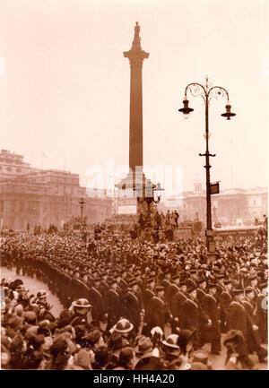 Graf Spee Victoria Parade pasa Nelsons Column. Trafalgar Square.23.2.1940 oficial y la tripulación del HMS Exeter HMS Ajax