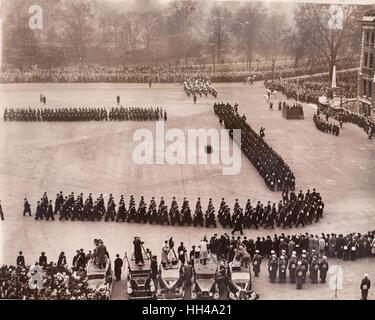Oficiales y tripulación del HMS Exeter y HMS Ajax quien tomó parte en la batalla del río de La Plata donde el alemán Graff Spree fue hundido