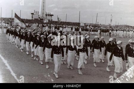 2º. Juegos Maccabiah Aliá (Juegos Olímpicos), Tel Aviv, 2-10 de abril de 1935. Los atletas que toman parte en el desfile de la ceremonia de apertura el 2 de abril. En total, 28 países participaron en los juegos. Los juegos fueron un camino para el pueblo judío en algunos países europeos para escapar de Naz