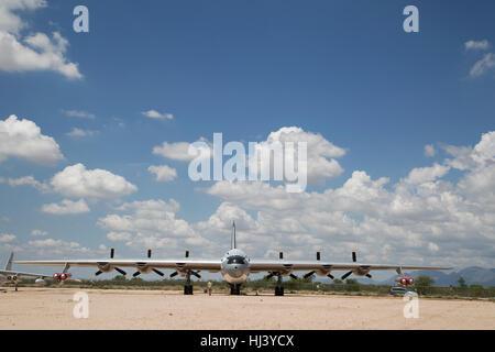 """Convair B-36 Peacemaker bombardero estratégico (1947 - 1959) """"la ciudad de Fort Worth' en exhibición en el Museo Pima del Aire y el espacio"""