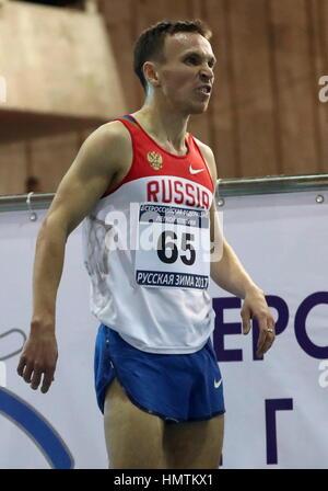 Moscú, Rusia. 5 Feb, 2017. Rusia Vladimir Nikitin después de un 3000m en la 26ª carrera internacional de atletismo del invierno ruso reunión interiores en el CSKA Athletics Arena. Crédito: Stanislav Krasilninkov/TASS/Alamy Live News Foto de stock