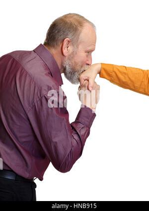 Hombre en amor besar la mano de su esposa