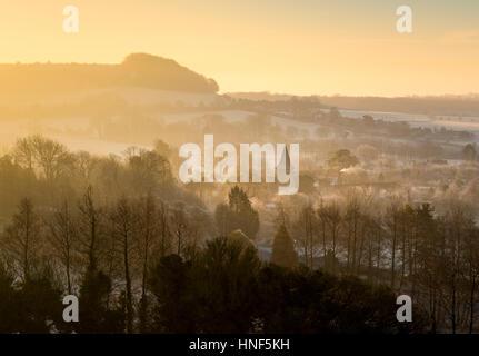 La aldea de Postling en Kent y North Downs en un amanecer de invierno.