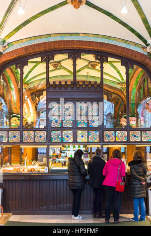 Barcelona en Cataluña, España. Café en el Palacio de la Música Catalana (Palau de la Música Catalana) .