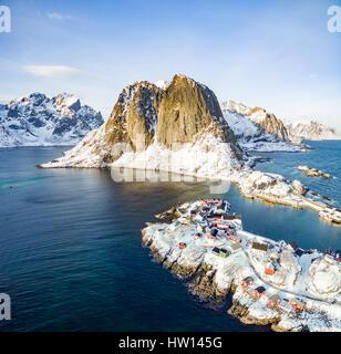 Hamnoy desde arriba, las islas Lofoten, Noruega. En un soleado día de invierno