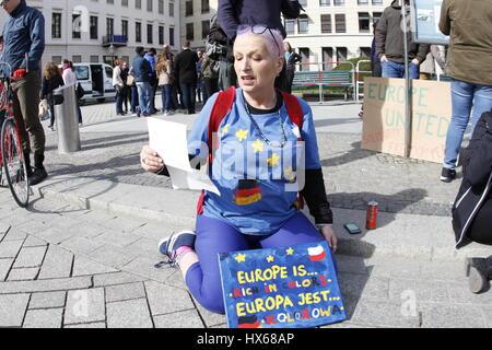 Berlín, Alemania. 25 Mar, 2017. Hoy en día miles de personas demuestran que 'Marco' para Europa del lugar Bebel Foto de stock