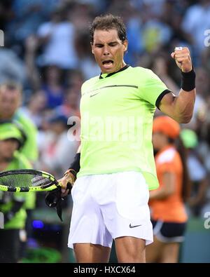 Key Biscayne, FL, EEUU. 26 Mar, 2017. Rafael Nadal vs Philipp Kohlschreiber durante el Abierto de Miami, en el Crandon Foto de stock