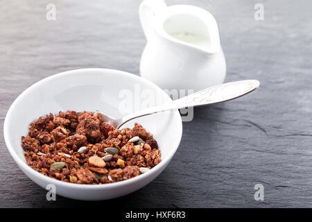 Granola. Barras de avena de Chocolate saludable