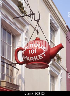 Firmar en el mercado de antigüedades de Portobello Road, Notting Hill, Royal Borough de Kensington y Chelsea, Greater London, England, Reino Unido