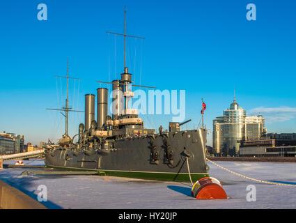 Cruiser lineal Aurora, el símbolo de la revolución de Octubre, San Petersburgo, Rusia Foto de stock