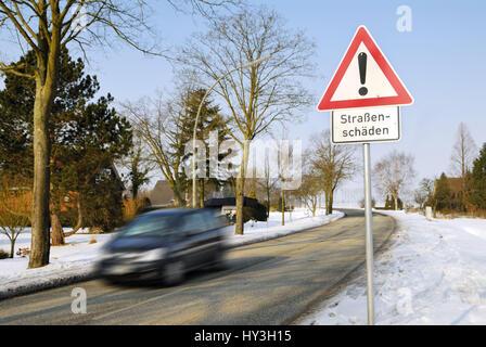 Duro invierno: Advertencia street daños, Harter Invierno: Warnschild Straßenschäden