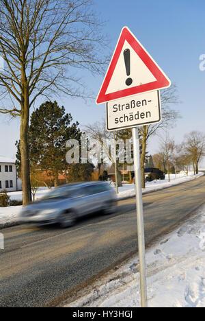 Duro invierno: señal de carretera street daños, Harter Invierno: Verkehrsschild Straßenschäden