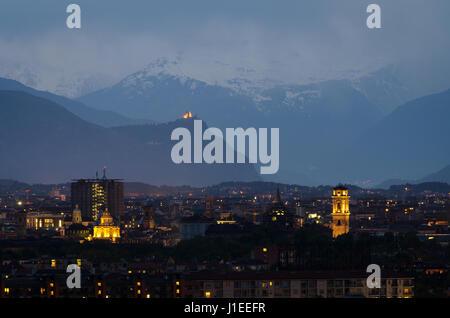 Torino, horizonte azul horas con Mole Antonelliana