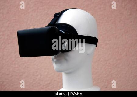 VR Symbolbild/ Virtuelle Realitaet - Datenbrille.