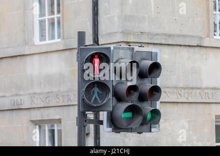 Señal de tráfico en Londres por el viejo rey intersección de calles, Inglaterra, Reino Unido.