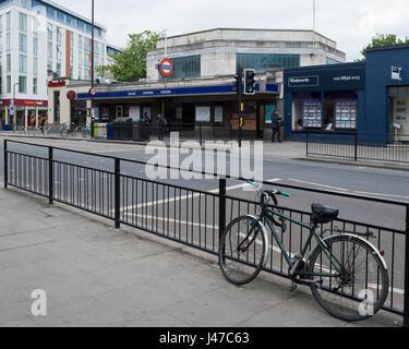 La estación de Ealing Common