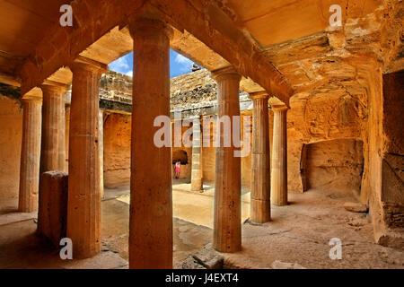 Dentro de la tumba 3, las tumbas de los Reyes (Patrimonio de la Humanidad de la UNESCO), en Paphos, Chipre. Paphos es una de las 2 capitales europeas de la cultura para 2017