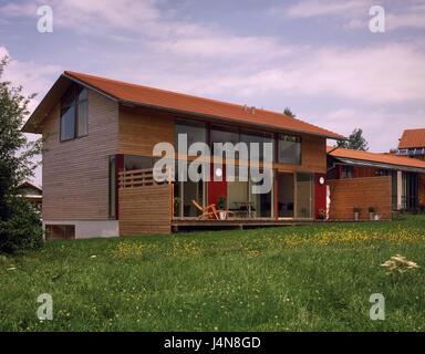 Moderna Casa Unifamiliar Con Frente De Vidrio Foto Imagen