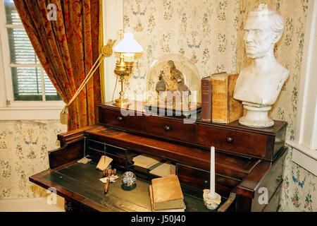 Alabama, AL, Sur, Condado de Montgomery, Montgomery, primera Casa Blanca de la Confederación, Jefferson Davis, Guerra Civil, escritorio, busto, interior, antiguo, qu