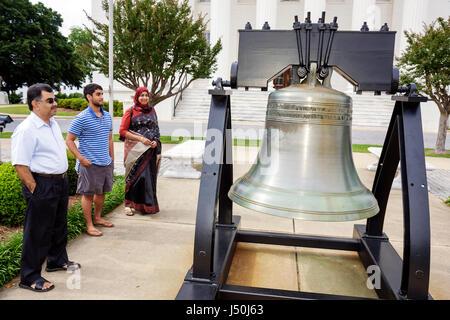 Alabama, AL, Sur, Condado de Montgomery, Montgomery, edificio del Capitolio del Estado, réplica de Liberty Bell, Asia Asian Etnia inmigrantes inmigrantes inmigrantes ínicos