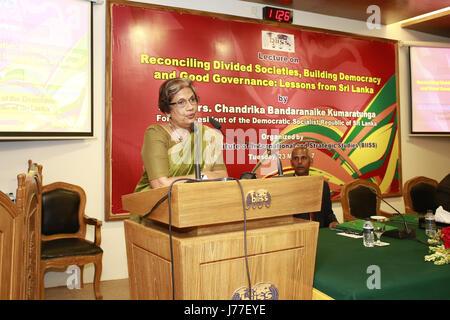 Dhaka, Bangladesh. 23 Mayo, 2017. Ex Presidente de Sri Lanka Chandrika Kumaratunga habla en un seminario en el Auditorio BIIS, Dhaka, Bangladesh, 23 de mayo de 2017. Crédito: Suvra Kanti Das/Zuma alambre/Alamy Live News