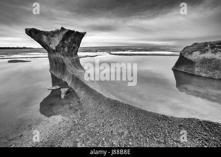 Formas de hielo blanco y negro, el Lago Winnipeg, Canadá