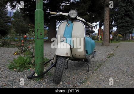 Scooter Vintage azul en El Bolsón, Argentina